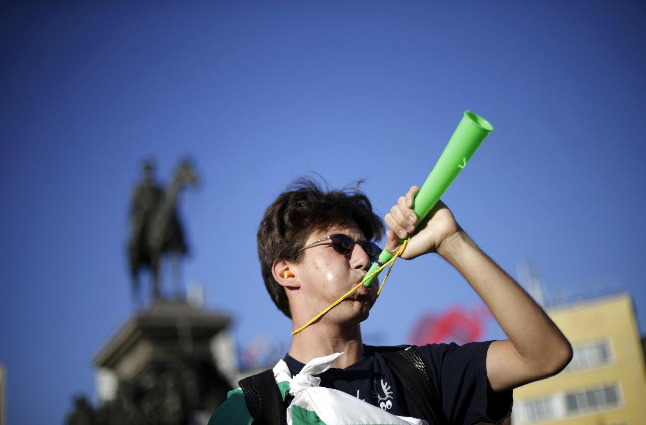 A demonstrator blows a horn during a protest in Sofia September 4, 2013. Hundreds of Bulgarian protesters rallied in front of a heavily guarded parliament on Wednesday, demanding the resignation of the Socialist-led government which they accuse of corruption and murky links with influential business circles. REUTERS/Stoyan Nenov (BULGARIA - Tags: CIVIL UNREST POLITICS)