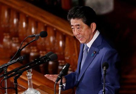 Japan's Prime Minister Shinzo Abe makes a speech at an opening of a new session of parliament in Tokyo, Japan January 22, 2018. REUTERS/Kim Kyung-Hoon