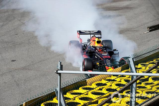 "Max Verstappen, Red Bull Racing RB15, incidenti al giro d'apertura <span class=""copyright"">Joe Portlock / LAT Images</span>"