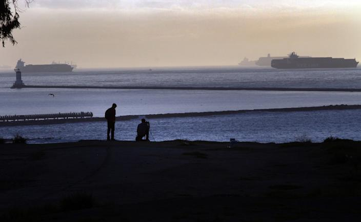 """View of passing ships from the cliffs, Point Fermin Park in San Pedro. <span class=""""copyright"""">(Bob Chamberlin/Los Angeles Times)</span>"""
