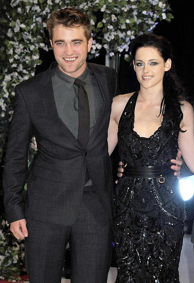 LONDON, ENGLAND - NOVEMBER 16:  (EMBARGOED FOR PUBLICATION IN UK TABLOID NEWSPAPERS UNTIL 48 HOURS AFTER CREATE DATE AND TIME. MANDATORY CREDIT PHOTO BY DAVE M. BENETT/GETTY IMAGES REQUIRED)  (L to R) Actors Robert Pattinson, Kristen Stewart and Taylor Lautner attend the UK Premiere of 'The Twilight Saga: Breaking Dawn Part 1' at Westfield Stratford City on November 16, 2011 in London, England.  (Photo by Dave M. Benett/Getty Images)