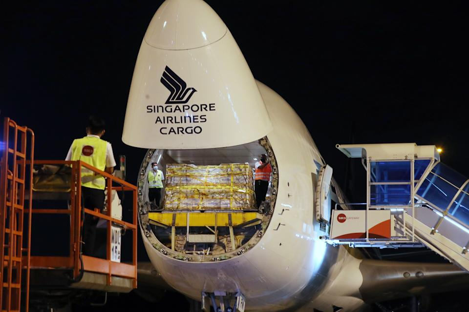 The first shipment of the Pfizer-BioNTech vaccine arrived on scheduled Singapore Airlines (SIA) Boeing 747-400 freighter SQ7979 on 21 December, 2020. (PHOTO: MCI)