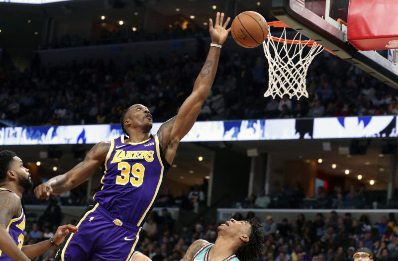 LeBron James scores 30 as Lakers hold off Grizzlies 109-108
