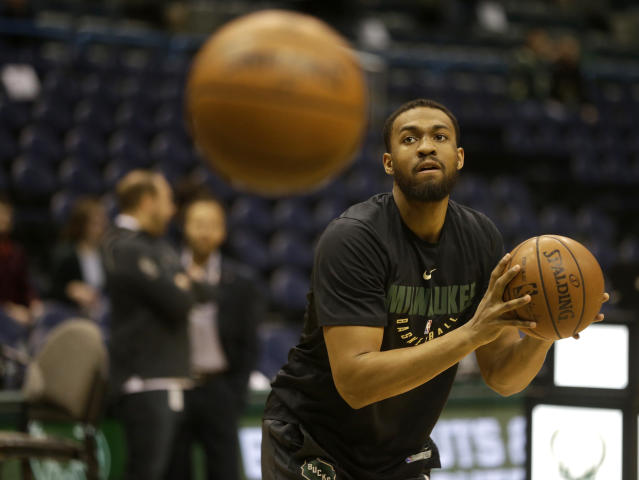 "Bucks forward <a class=""link rapid-noclick-resp"" href=""/nba/players/5293/"" data-ylk=""slk:Jabari Parker"">Jabari Parker</a> gets up some shots before Milwaukee's recent game against the Jazz. (AP)"