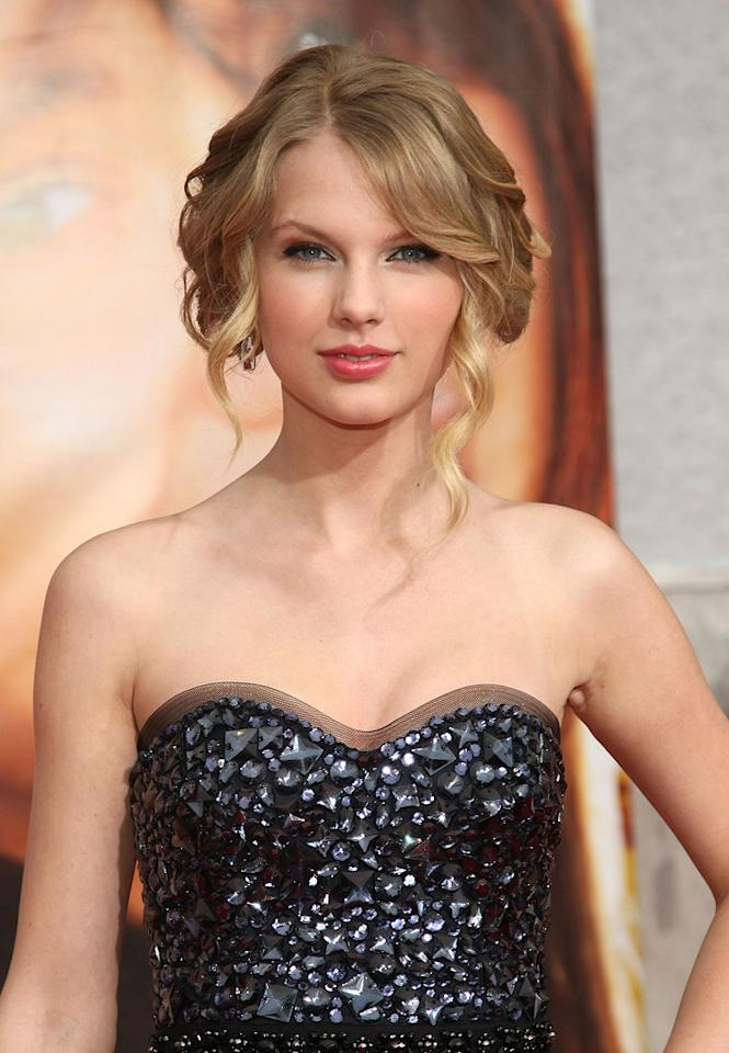"""<a href=""""http://movies.yahoo.com/movie/contributor/1810070677"""">Taylor Swift</a> at the Los Angeles premiere of <a href=""""http://movies.yahoo.com/movie/1810025272/info"""">Hannah Montana The Movie</a> - 04/02/2009"""