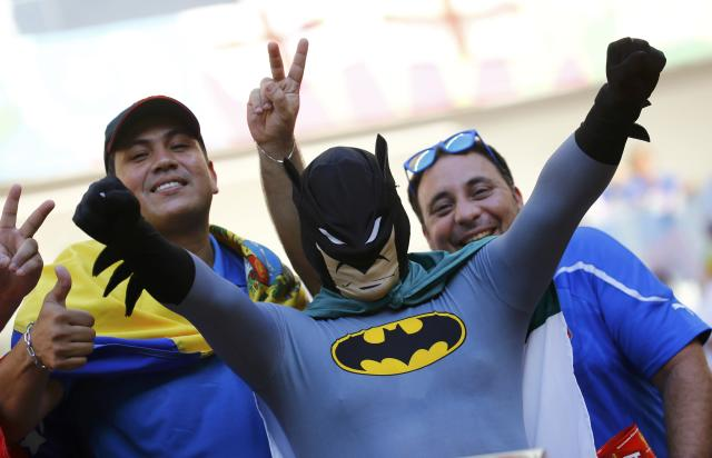 An Italy fan dressed as Batman pose before the 2014 World Cup Group D soccer match between England and Italy at the Amazonia arena in Manaus June 14, 2014. REUTERS/Kai Pfaffenbach (BRAZIL - Tags: SOCCER SPORT WORLD CUP)