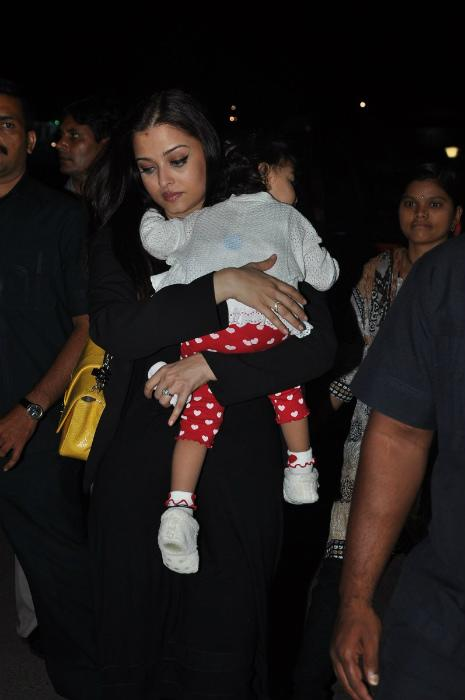 Aishwarya leaves for Cannes