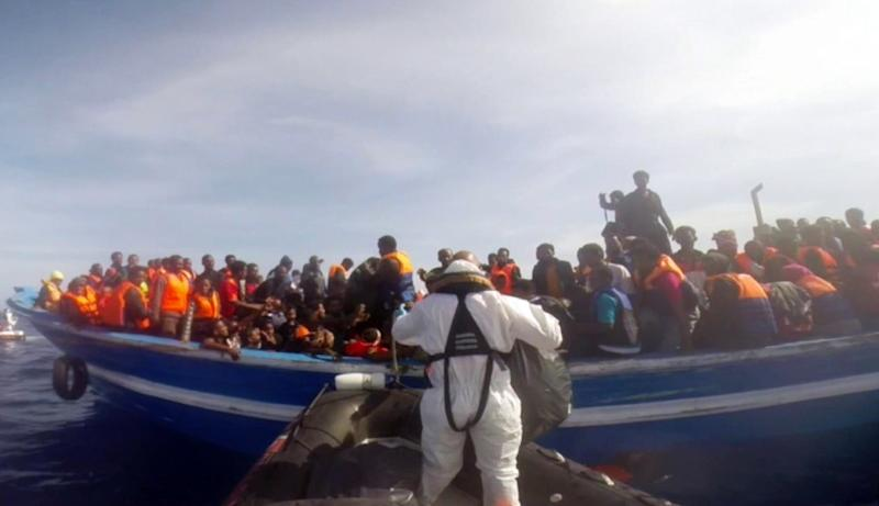 Italian coast guard rescue 397 migrants on a boat on May 2, 2015, in the Mediterranean Sea (AFP Photo/)