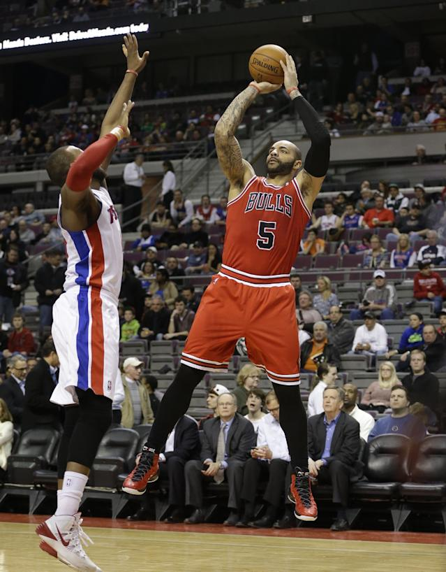 Chicago Bulls forward Carlos Boozer (5) shoots over Detroit Pistons forward Greg Monroe during the first half of an NBA basketball game in Auburn Hills, Mich., Wednesday, March 5, 2014. (AP Photo/Carlos Osorio)