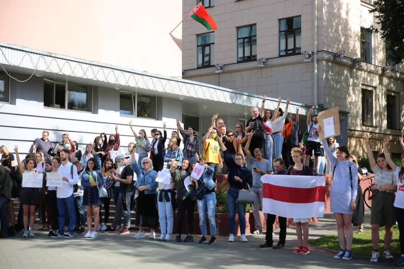 Police drag Belarus students from university building, arrest five, rights group says