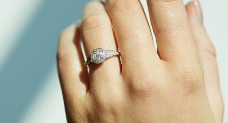 Beautiful contemporary engagement rings you never knew you could buy online