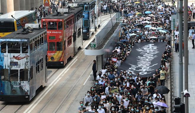 A lunchtime flash mob disrupts traffic in Central. Photo: Felix Wong