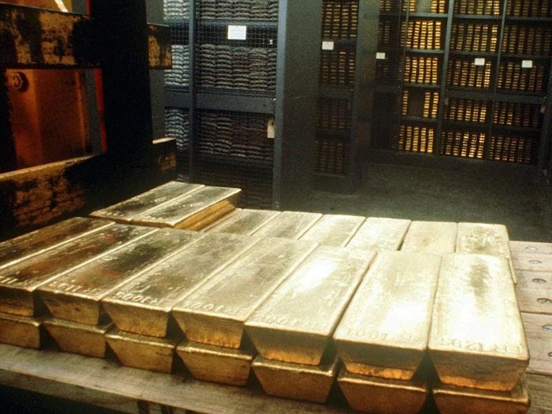 Gold bars in vaults at Swiss National Bank, Bern, Switzerland, photo