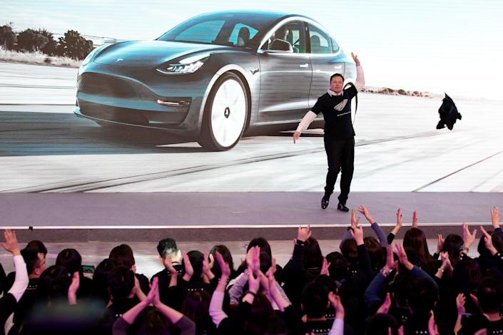 Tesla Inc CEO Elon Musk takes off his coat onstage during a delivery event for Tesla China-made Model 3 cars in Shanghai, China January 7, 2020. REUTERS/Aly Song