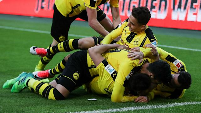 Borussia Dortmund's hopes of automatic qualification for the Champions League were boosted by a 3-2 win at Borussia Monchengladbach.