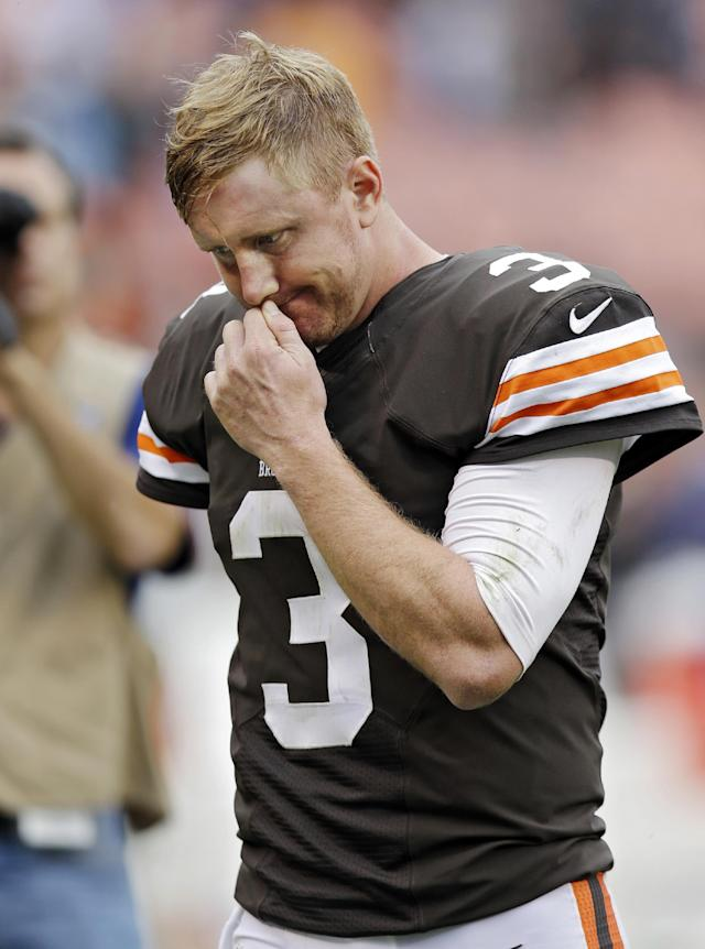 Browns not tossing QB Weeden aside after loss