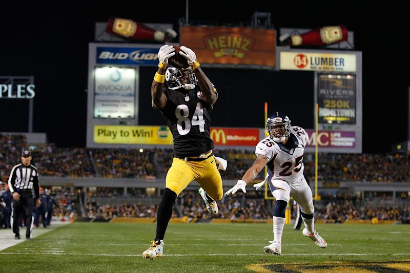 Antonio Brown #84 of the Pittsburgh Steelers catches a touchdown pass in the third quarter of the game against the Denver Broncos at Heinz Field on December 20, 2015 in Pittsburgh, Pennsylvania: Gregory Shamus/Getty Images