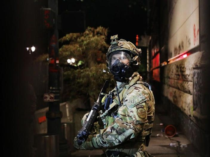 A BORTAC agent in Portland wears a US military camouflage uniform.