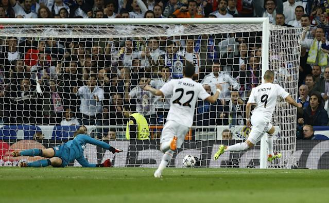 Real's Karim Benzema, right, scores the opening goal past Bayern goalkeeper Manuel Neuer during a first leg semifinal Champions League soccer match between Real Madrid and Bayern Munich at the Santiago Bernabeu stadium in Madrid, Spain, Wednesday, April 23, 2014. (AP Photo/Andres Kudacki)