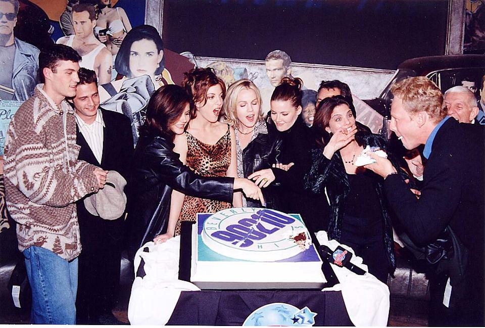 """The cast of """"Beverly Hills, 90210"""" celebrates the show's 200th episode in September 1997. (Photo: Jeff Kravitz/FilmMagic)"""