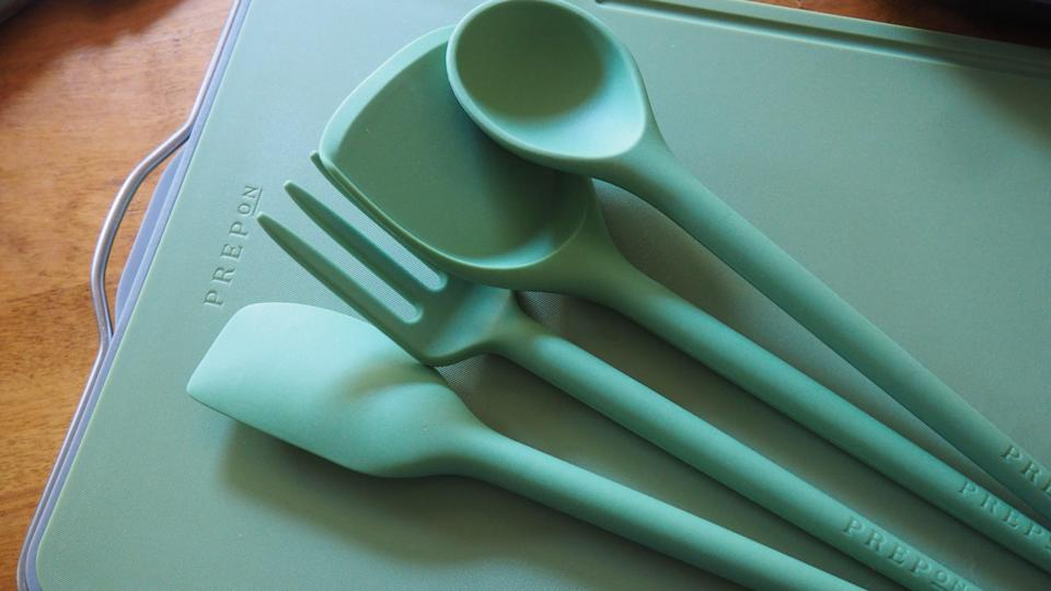 Upgrade your kitchen tools with this lovely set.