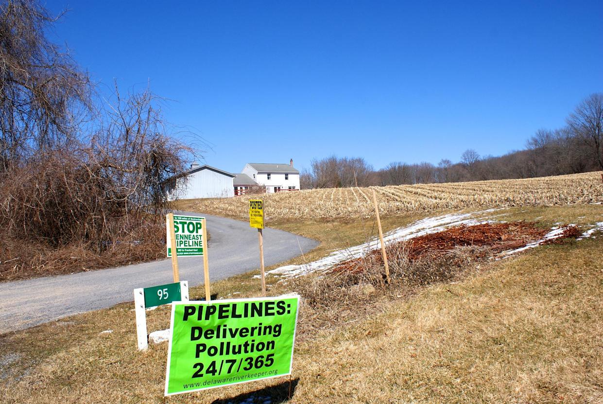Anti-pipeline signs are displayed on a farm in Pennsylvania. (Photo: Courtesy of Mike Spille)