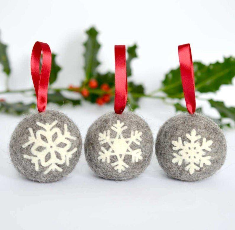 "<a href=""https://fave.co/35Ja32U"" target=""_blank"" rel=""noopener noreferrer"">Felted Snowflake Applique Bauble, Somnus And Seb On Etsy,</a> &pound;26.40 (Photo: Etsy)"