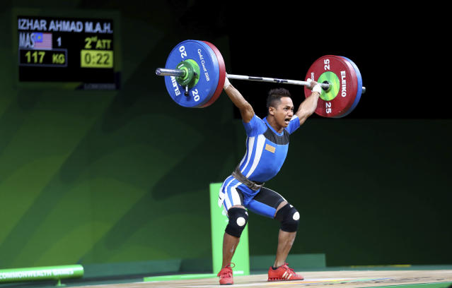 Malaysia Izar Ahmad lifts to make a new Commonwealth games record in Men's 56kg Weightlifting at Commonwealth Games in Gold Coast, Australia, Thursday, April 5, 2018. (AP Photo/Manish Swarup)