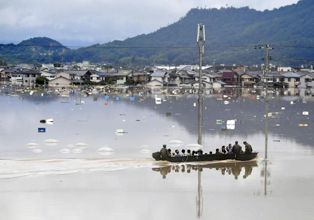 <p>Residents are rescued from a flooded area by Japan Self-Defense Force soldiers in Kurashiki, southern Japan, in this photo taken by Kyodo July 7, 2018. (Photo: Kyodo via Reuters) </p>