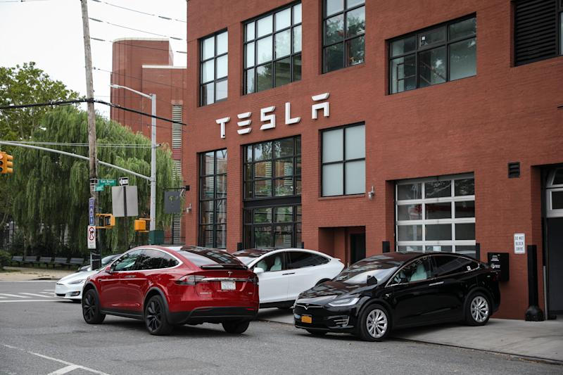NEW YORK, NY - AUGUST 7: Tesla cars sit parked outside a Tesla dealership in the Red Hook neighborhood in Brooklyn, August 7, 2018 in New York City. On Tuesday, Elon Musk told Tesla employees that he is considering taking the electric car company private, claiming that it may be the best path forward for the company. Shares of Tesla rose over 10 percent after the announcement. (Photo by Drew Angerer/Getty Images)