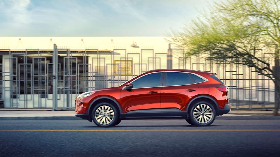 Completely redesigned new 2020 Escape best offers four new propulsion choices – including two all-new hybrids; standard hybrid targets best-in-class EPA-estimated range of more than 550 miles; plug-in hybrid targets a best-in-class EPA-estimated pure-electric range of 30+ miles.