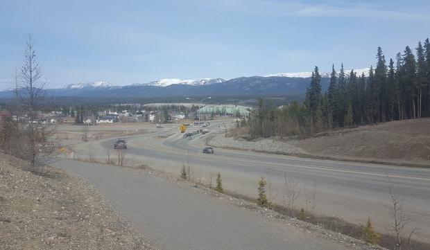 Hamilton Boulevard in Whitehorse, looking east toward the Alaska Highway intersection. (Paul Tukker/CBC - image credit)