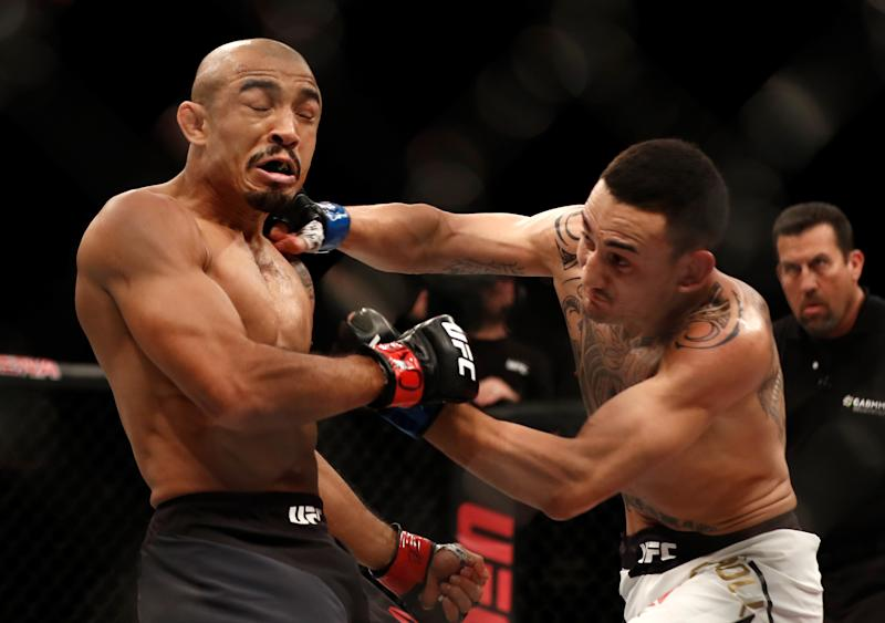 RIO DE JANEIRO, BRAZIL - JUNE 03: (R-L) Max Holloway punches Jose Aldo of Brazil in their UFC featherweight championship bout during the UFC 212 event at Jeunesse Arena on June 3, 2017 in Rio de Janeiro, Brazil. (Photo by Buda Mendes/Zuffa LLC/Zuffa LLC via Getty Images)