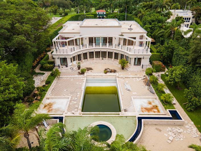 Aerials show Ivanka Trump And Jared Kushner's new $24 million Miami Beach mega mansion which looks to be in need of some TLC (SplashNews.com)