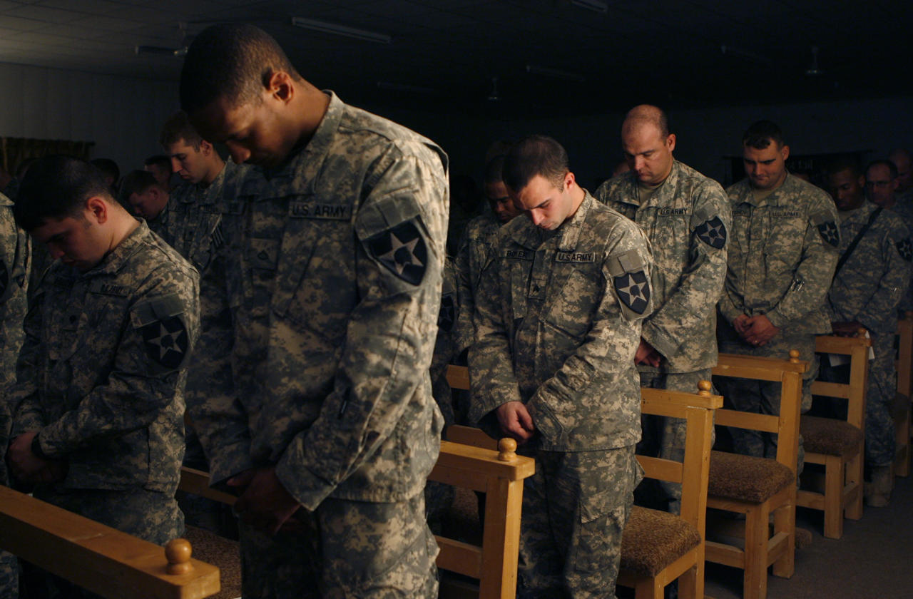 U.S. soldiers pray during a memorial service for late PFC Allen Brenton Jaynes from Texas, in the U.S. forces army camp in Baghdad, January 26, 2007. Jaynes was killed last week by a roadside bomb while four of his colleagues were wounded. REUTERS/Erik de Castro