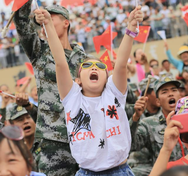 <p>People cheer during the Clear Sky Race for air-defense missile units as part of the International Army Games 2018 on July 31, 2018 in Korla, Xinjiang Uyghur Autonomous Region of China. (Photo: VCG via Getty Images) </p>