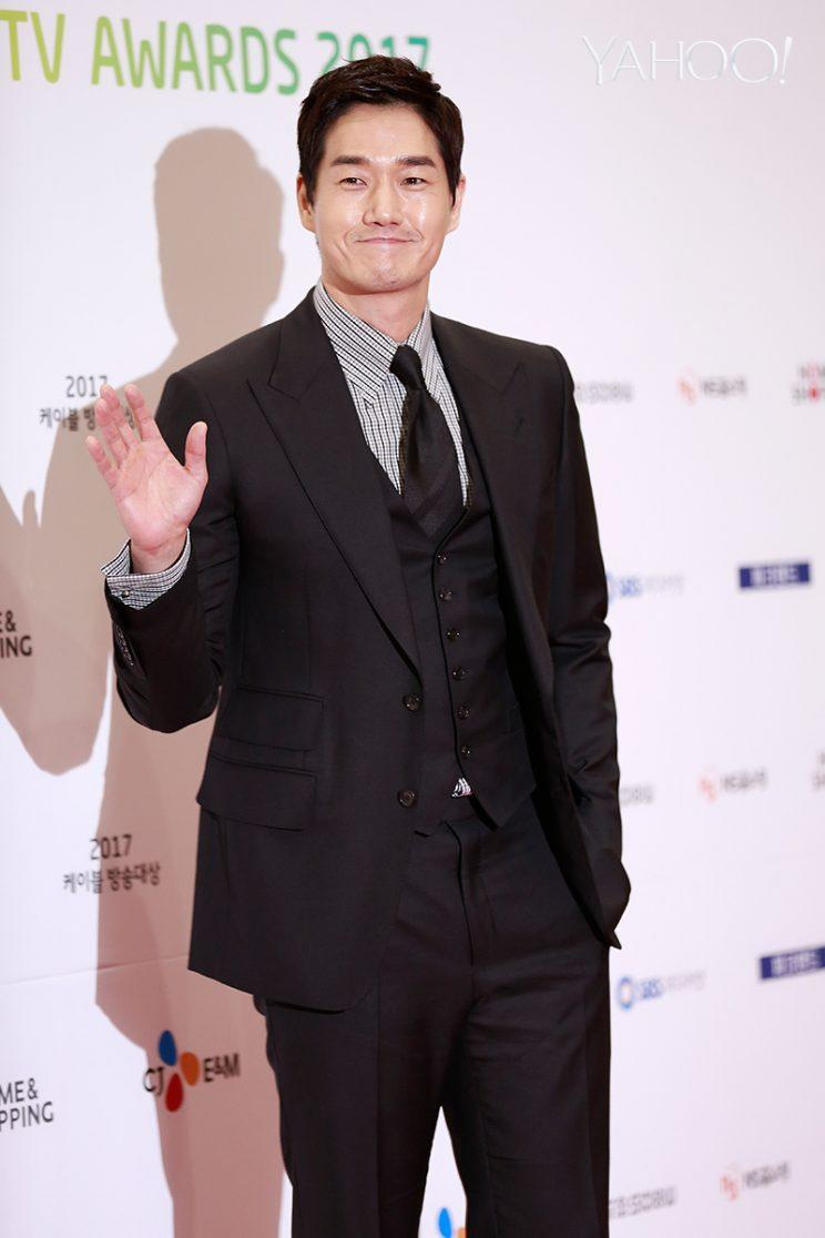 Yoo Ji-tae beat Gong Yoo to take home the Best Actor award for