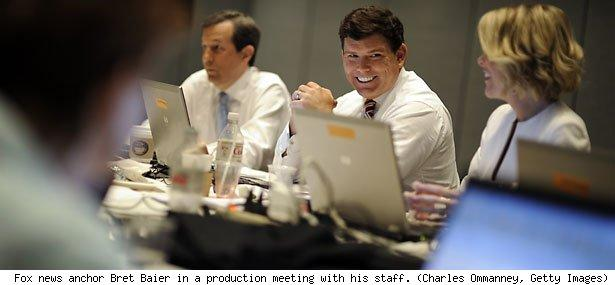 Fox news anchor Bret Baier in a production meeting with his staff. (Charles Ommanney, Getty Images)