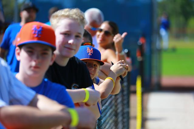 <p>New York Mets fans line up along the fences to watch players during spring training workouts at the Mets Minor League Complex in Port St. Lucie, Fla., Feb. 25, 2018. (Photo: Gordon Donovan/Yahoo News) </p>