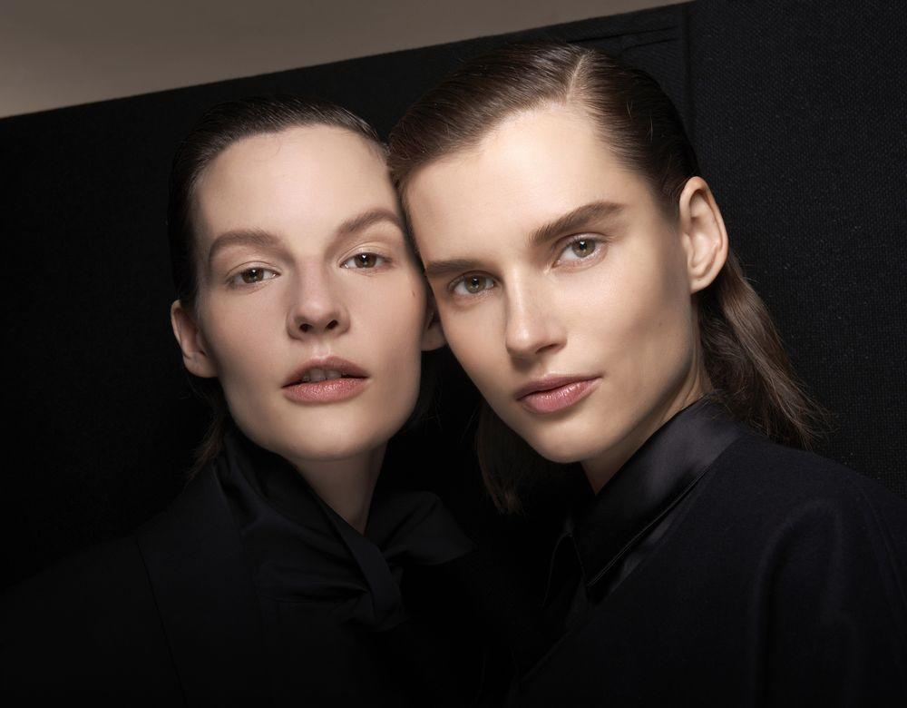 """<p>It's been a long time coming but <a href=""""https://www.elle.com/uk/beauty/g23355185/september-elle-hair-makeup-edit/"""" target=""""_blank"""">beauty</a> is finally moving away from the ultra-feminine approach for AW20. This season, make-up artists were all about a genderless approach to beauty. This meant keeping thinks clean, sleek and minimalistic (it's about time). </p><p>From how to use wax for a Godfather-style side parting to the rise of the <a href=""""https://www.elle.com/uk/beauty/nails/g29410412/maleart-celebriy-instagram-nail-trend/"""" target=""""_blank"""">man-icure</a> trend, here's how to look suave. chic and seriously cool, irrelevant of your gender.</p>"""