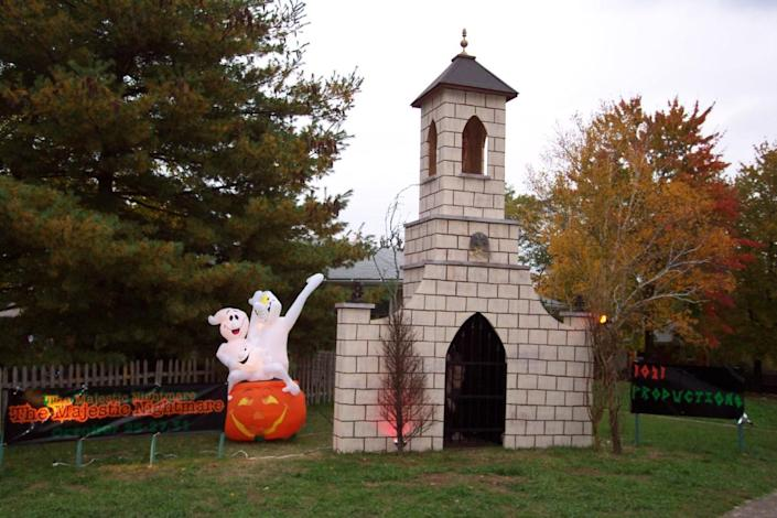 """<p>You want to make Halloween displays that are appropriate for the size of your yard. """"Even with a small yard you can still do some pretty neat things,"""" says Stross. """"It's more or less just adapting. It's also figuring out your theme too. If you've got a small yard, you probably can't do a cemetery. But you can still do a nice little monster scene or something like that. A lot of it is just kind of adapting to your surroundings."""" <i>(Photo: Bud Stross)</i></p>"""