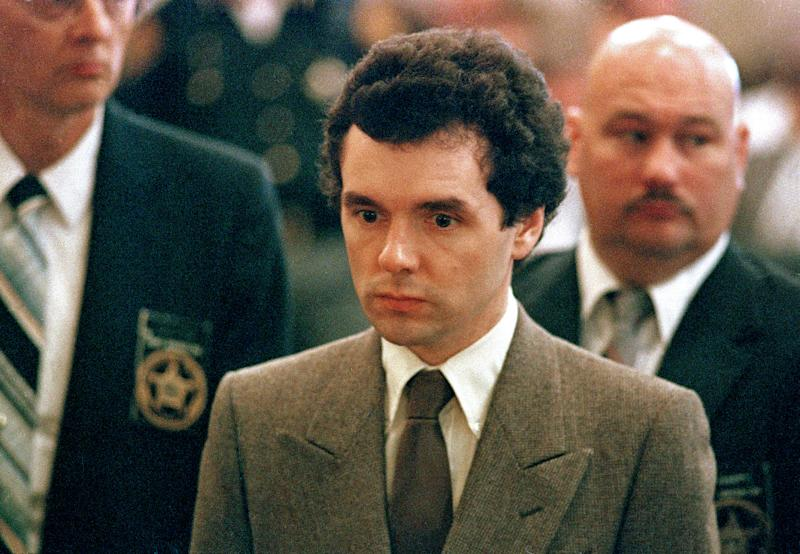 FILE – In this Sept. 1987 file photo, serial killer Donald Harvey stands before a judge during sentencing in Cincinnati. Harvey, who was serving multiple life sentences, was found beaten in his cell Tuesday afternoon at the state's prison in Toledo, state officials said. He died Thursday morning, said JoEllen Smith, spokeswoman for Ohio's prison system. He was 64. (AP Photo/Al Berhman, File) ORG XMIT: OHPX201