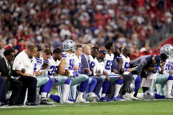 Most Americans Know NFL Kneelers Aren't Protesting the Flag