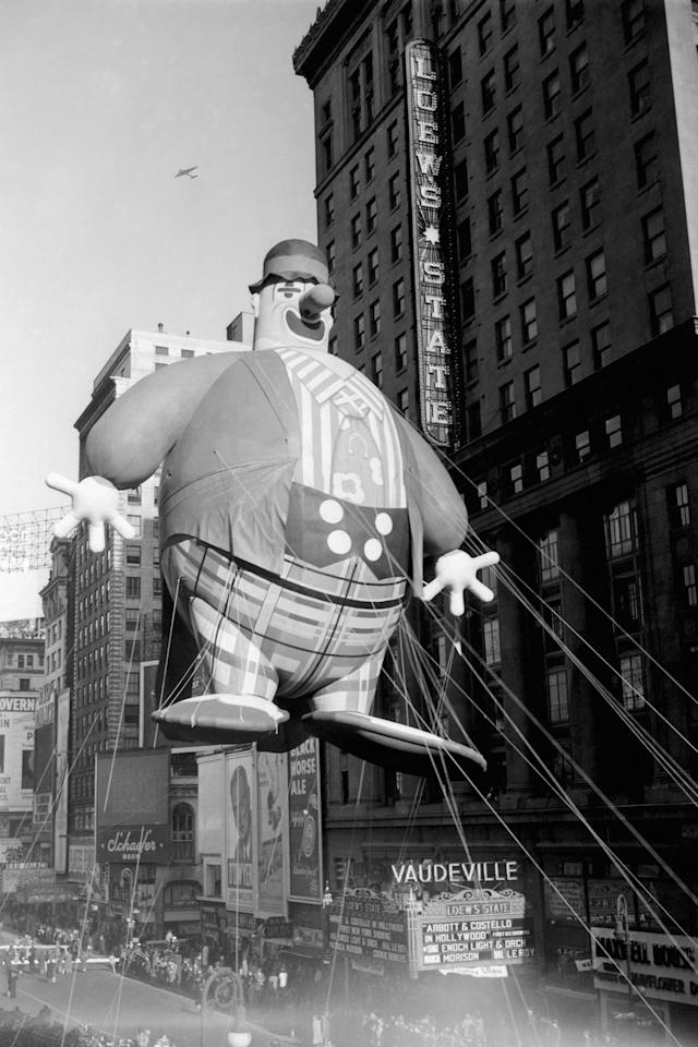 <p>Live animals stopped being used in the parade after 1926. Replacing them would be the balloons we know and love today, starting with an inflatable Felix the Cat, a toy soldier, dragon, and elephant.</p>