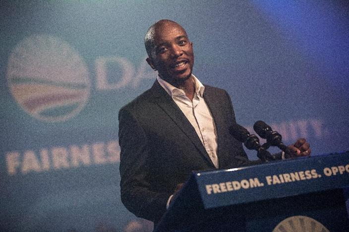 Mmusi Maimane, the newly elected leader of South Africa's main opposition Democratic Alliance party, gives his maiden speech following his election in Port Elizabeth, South Africa, on May 10, 2015 (AFP Photo/Gianluigi Guercia)