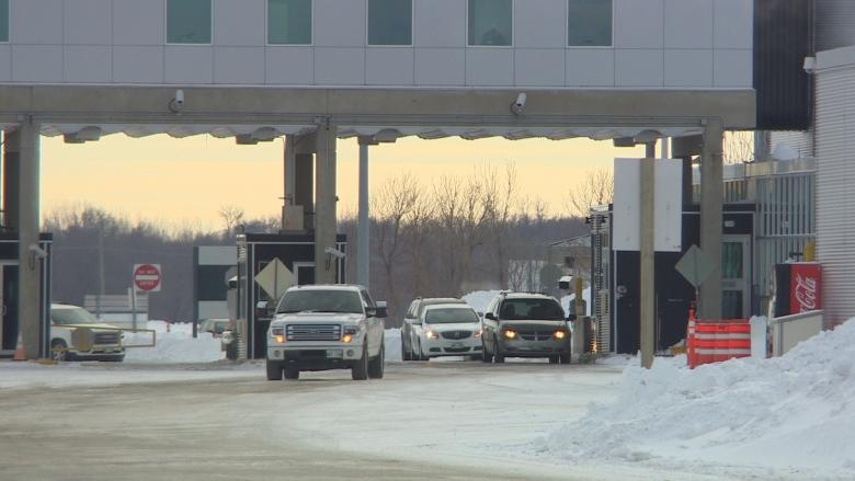 Border at Emerson, Man., reopened after storm triggered problems at crossing