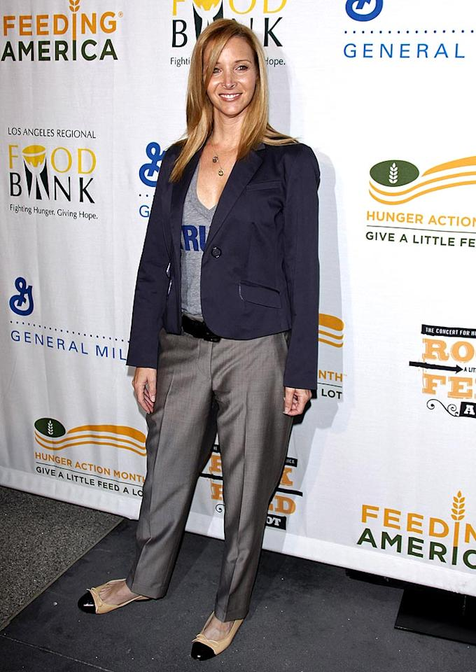 "Lisa Kudrow should take a cue from her former ""Friends"" Jen Aniston and Courteney Cox and hire a stylist. Jean Baptiste Lacroix/<a href=""http://www.wireimage.com"" target=""new"">WireImage.com</a> - September 29, 2009"