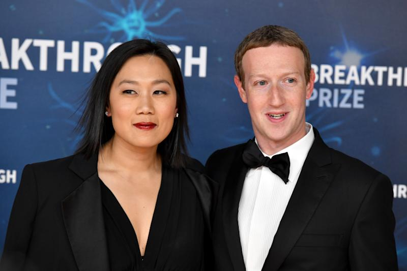 MOUNTAIN VIEW, CALIFORNIA - NOVEMBER 03: (L-R) Priscilla Chan and Mark Zuckerberg attend the 2020 Breakthrough Prize Red Carpet at NASA Ames Research Center on November 03, 2019 in Mountain View, California. (Photo by Ian Tuttle/Getty Images for Breakthrough Prize )