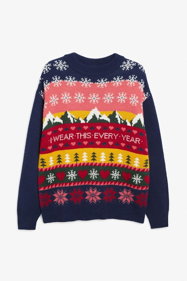 """<p>Prix : 21 euros</p><br/><a target=""""_blank"""" href=""""https://www.monki.com/en_eur/clothing/knitwear/product.knitted-holiday-sweater-blue.0815810001.html"""">Acheter</a>"""