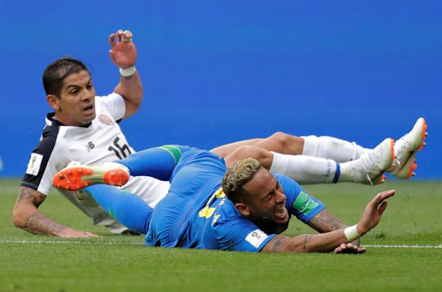 Soccer Football - World Cup - Group E - Brazil vs Costa Rica - Saint Petersburg Stadium, Saint Petersburg, Russia - June 22, 2018 Brazil's Neymar in action with Costa Rica's Cristian Gamboa REUTERS/Henry Romero